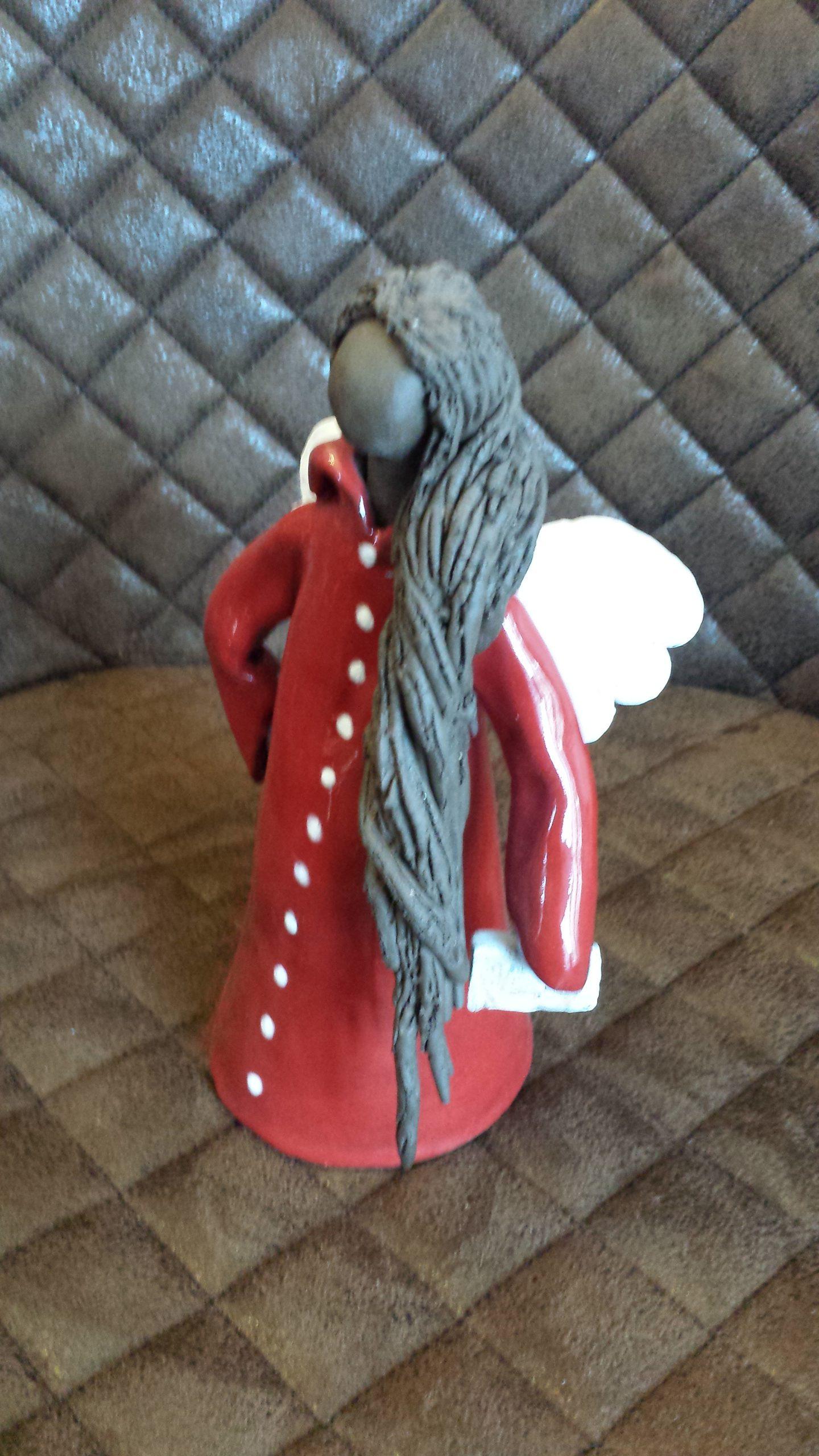 ein kleiner Engel der nicht nur zur Weihnachtszeit zum Frieden ermuntert, Augsburg,,KeraMik von Herz zu Herz