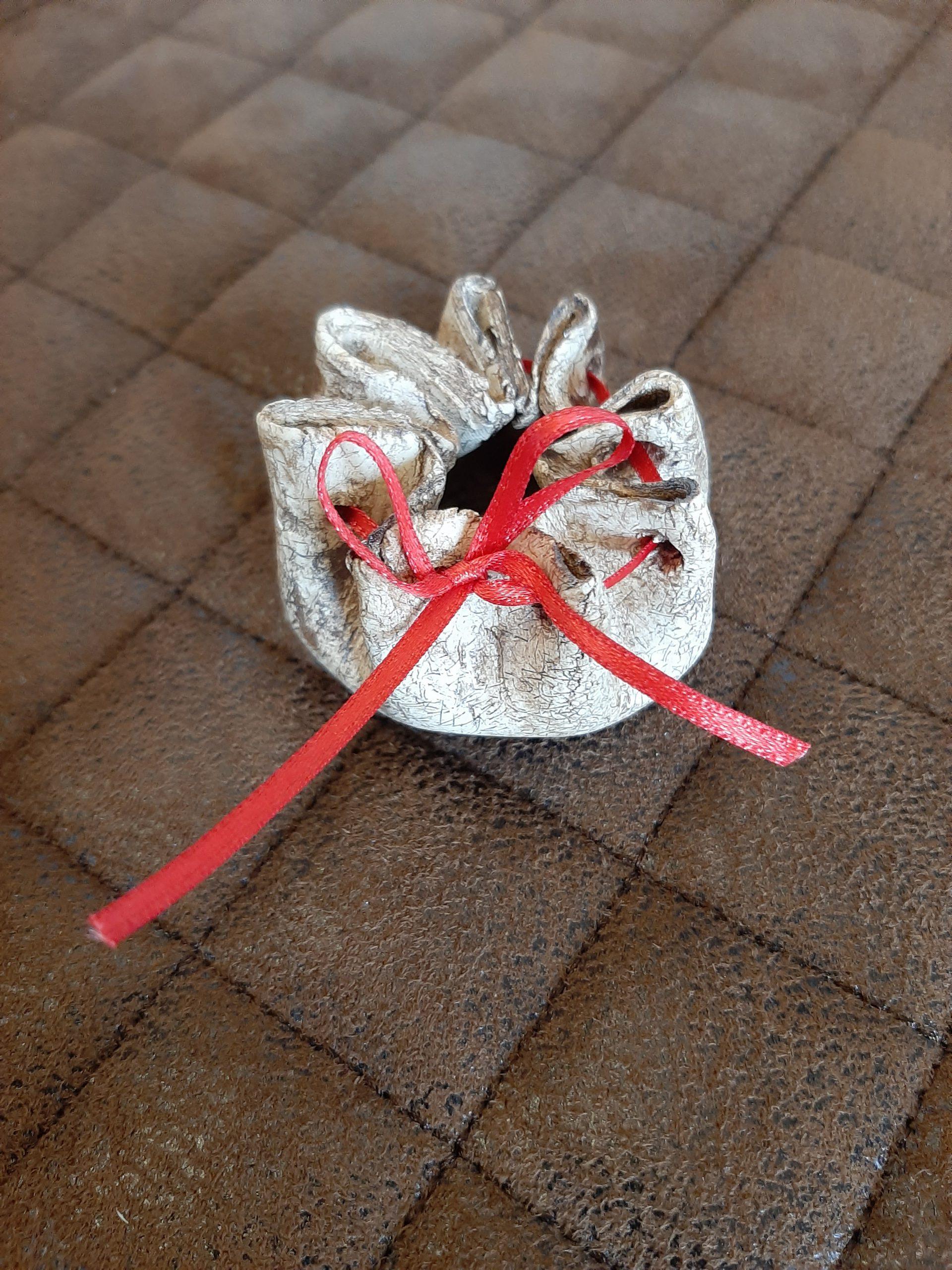 Sack aus Ton. liebevolle Handarbeit, originelle Geschenke, Einzigartiges im Herzen von Augsburg, Kopfkundhandkreativatelier KeraMik von Herz zu Herz, Keramik. Kunst aus Ton