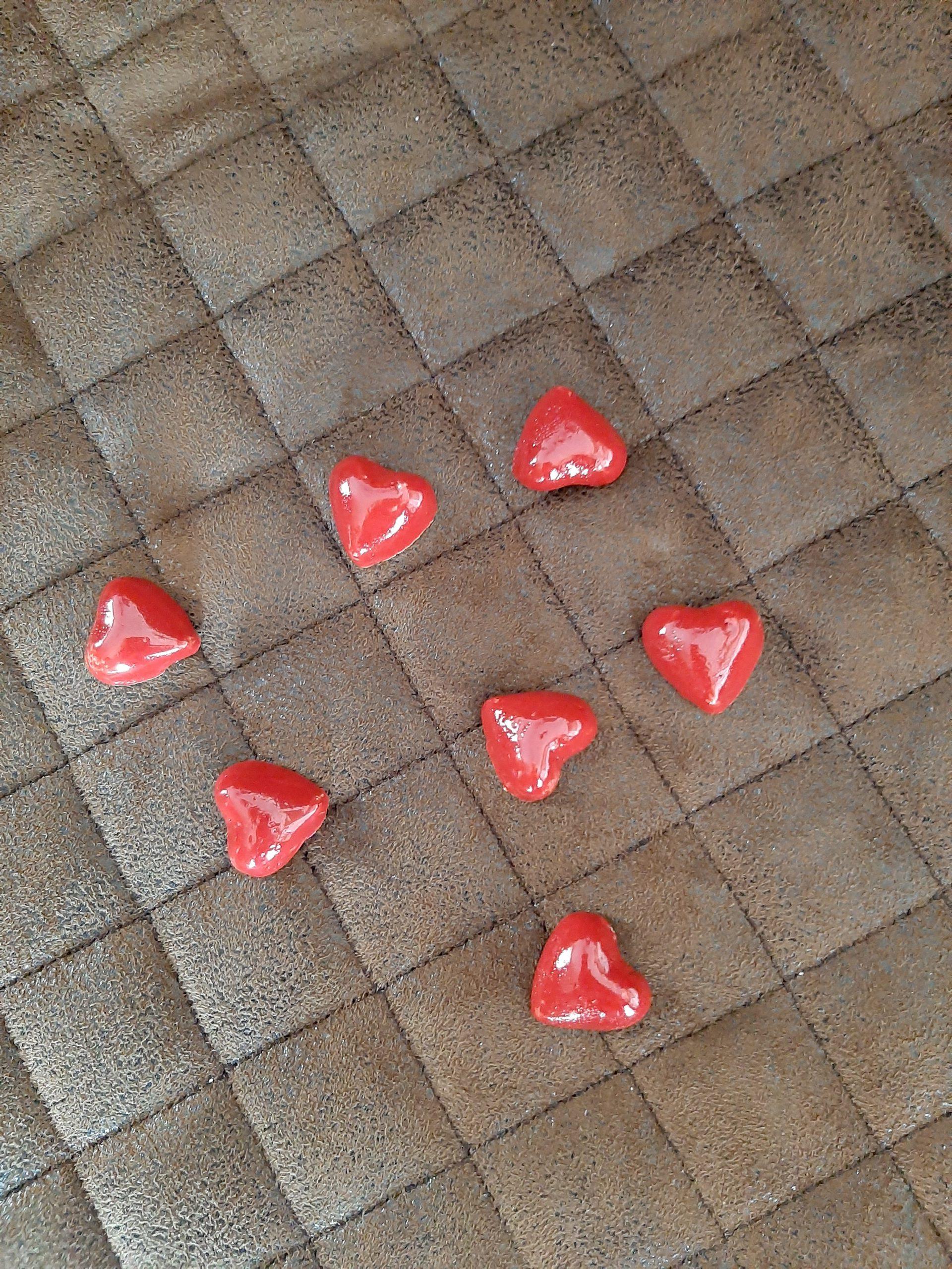 kleine rote Herzchen, individuelle Deko für alle Anlässe, im Herzen von Augsburg, Tonkreationen, KeraMik von Herz zu Herz, Originelles, Individuelle Geschenke, tägliche Motivation, wundervolle Handarbeit