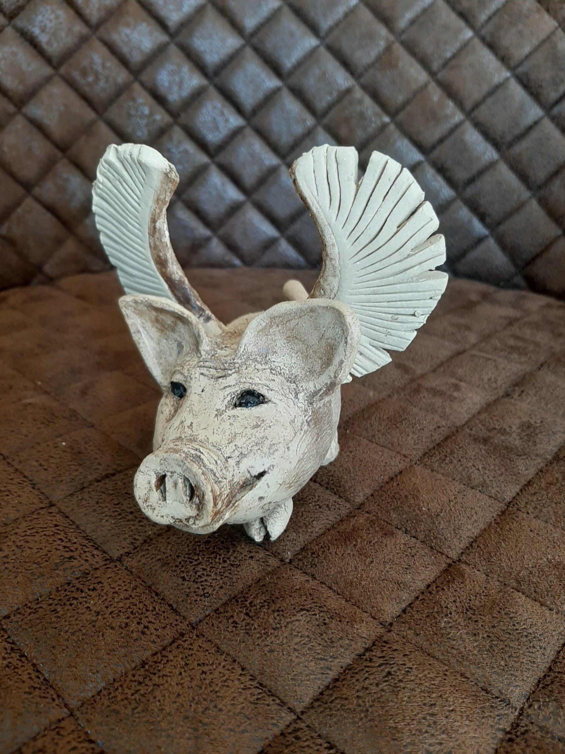 Kunstobjekt Schwein mit Flügelchen