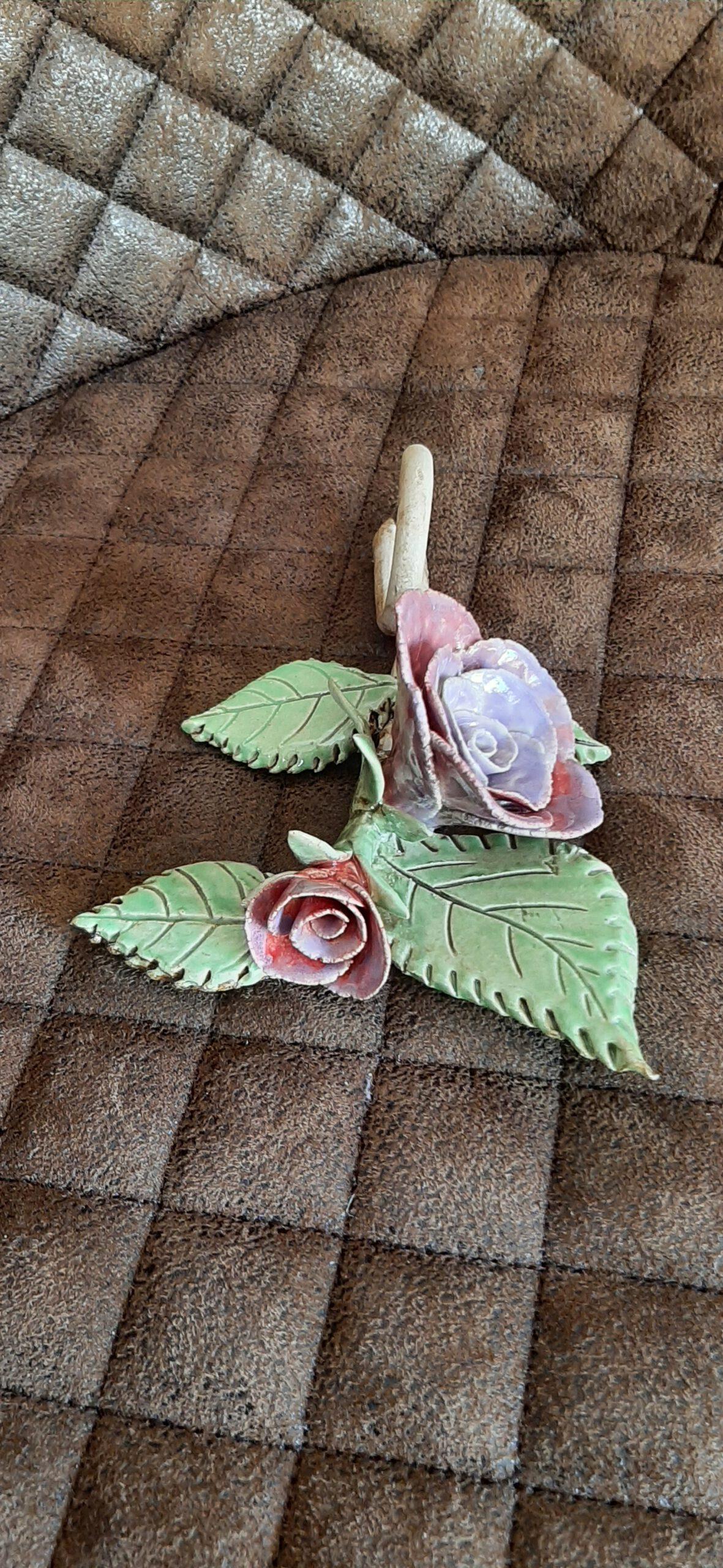wilder Rosenzweig, Keramikblume, KeraMik von Herz zu Herz, Augsburger Künstlerin, Handarbeit