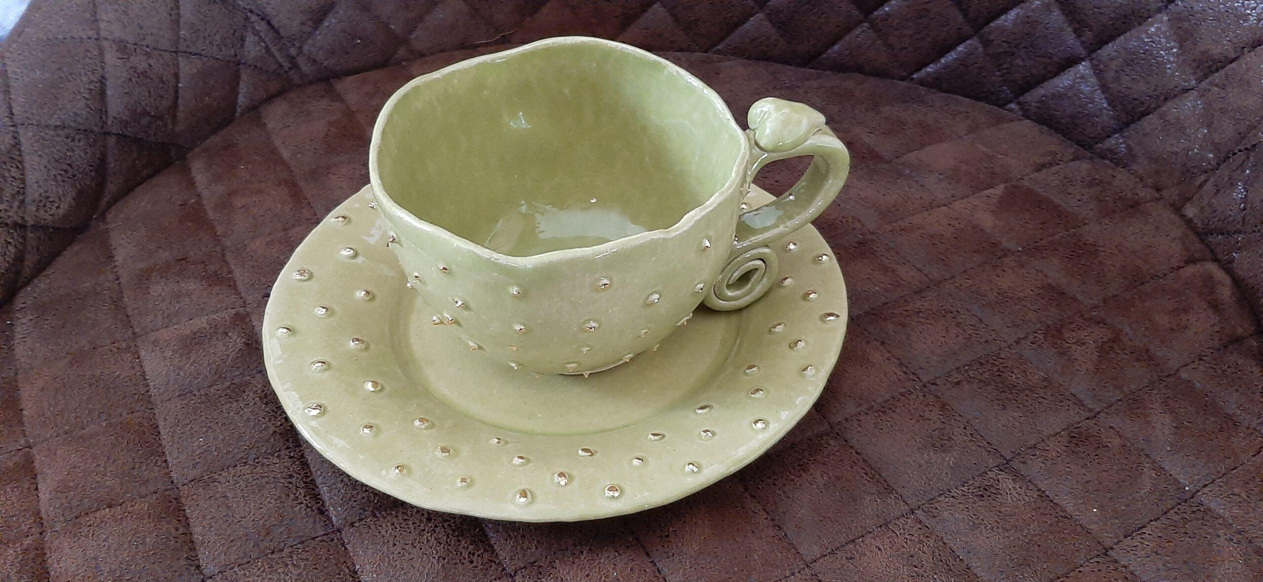 Tasse mit Teller, frühlingsgrüne Glasur, Keramik KeraMik von Herz zu Herz, Augsburg, Handarbeit, Clay Artist, Unikate