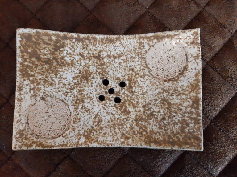 sandsteinfarbige Seifenschale, Blume des Lebens, Keramik, KeraMik von Herz zu Herz, Handarbeit, besondere Geschenke