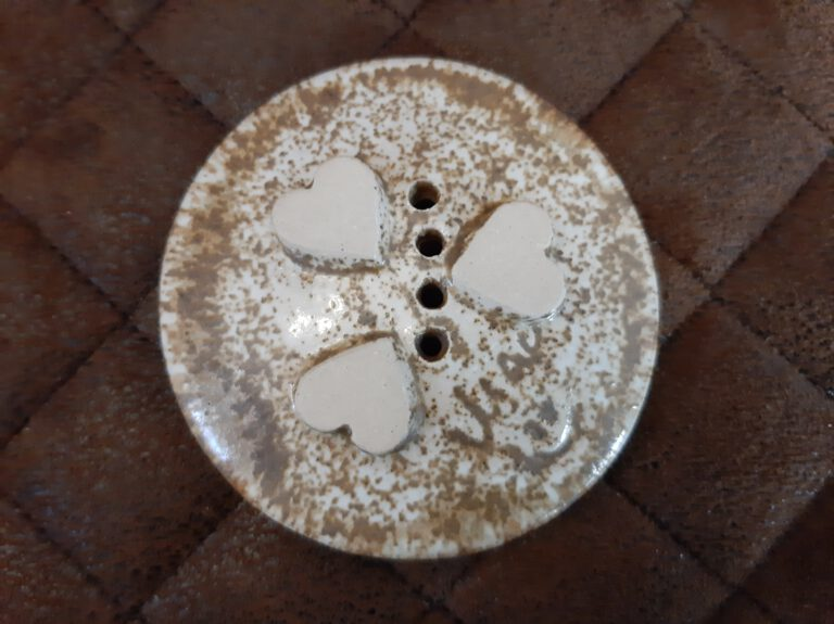 kleine runde sandsteinfarbig matt/glänzende Seifenschale, Handarbeit, schönes fürs Bad, Keramik, KeraMik von Herz zu Herz, Nähe Augsburger Dom