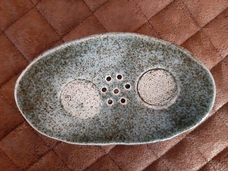 Seifenschale in glitzerndem blau, Handarbeit, Keramik, Keramik von Herz zu Herz, in der Nähe vom Augsburger Dom, lauter Einzelstücke, Geschenke