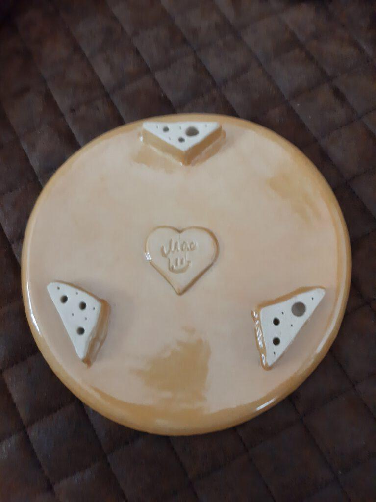 Käseglocke, Handarbeit, Keramik, KeraMik von Herz zu Herz, originelle Geschenke, Nähe Augsburger Dom, Keramikkünstlerin